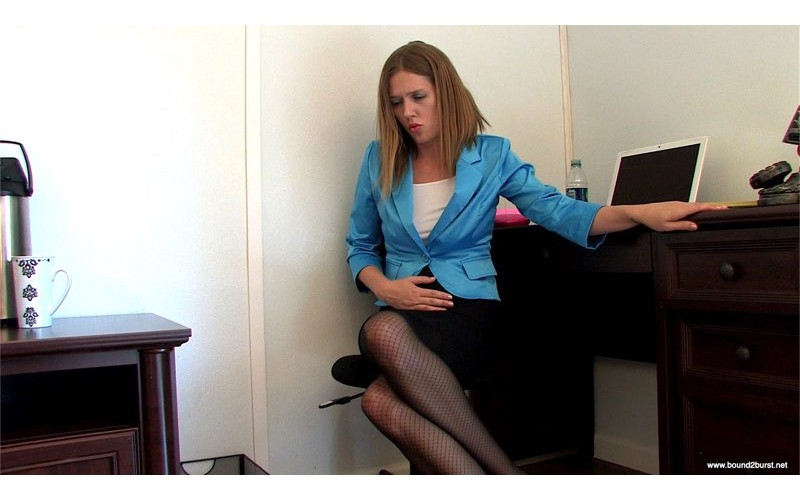 She Had to Pee in Front of the Boss Remastered (MP4) - Star Nine